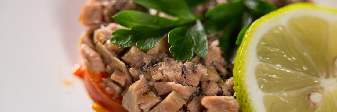 Chunks of tuna in olive oil